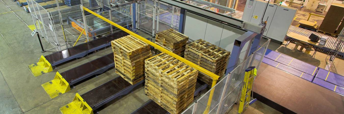 Fastpal pallet selection robot loaded with a pile of pallets